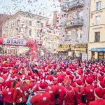 Tysiące Świętych Mikołajów pobiegnie dziś ulicami Torunia. Gdzie pojawią się utrudnienia?